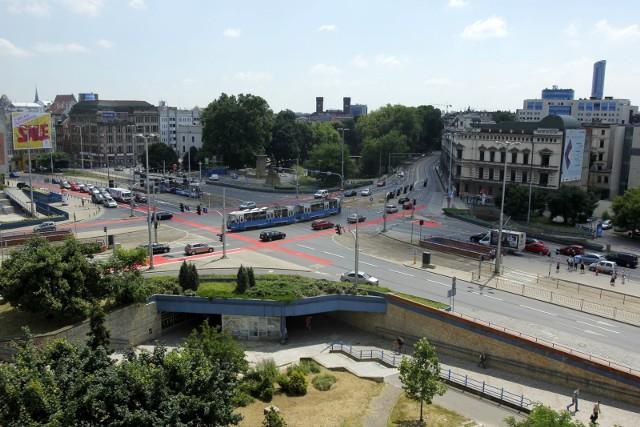 Plac w centrum Wrocławia nazywał się już Królewskim, potem 1 Maja, obecnie Jana Pawła II. Czy wróci do nazwy 1 Maja?