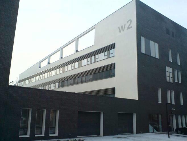 Geocentrum Politechniki Wrocławskiej przy ul. Na Grobli. Również przy Na Grobli powstanie  budynek Geo-3em czyli Energia, Ekologia, Edukacja to zespół 12 laboratoriów, w których będą pracować naukowcy m.in z takich wydziałów jak górnictwo, chemia, mechanika czy elektronika