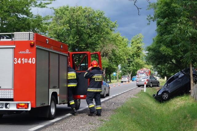Wypadek w Dylewie na DK 53. Zderzenie dwóch samochodów osobowych. Matkę z dzieckiem zabrano do szpitala