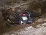 Wypadek na trasie Łosinka - Narew. Samochód dachował w rowie, kierowca uciekł z miejsca zdarzenia (zdjęcia)