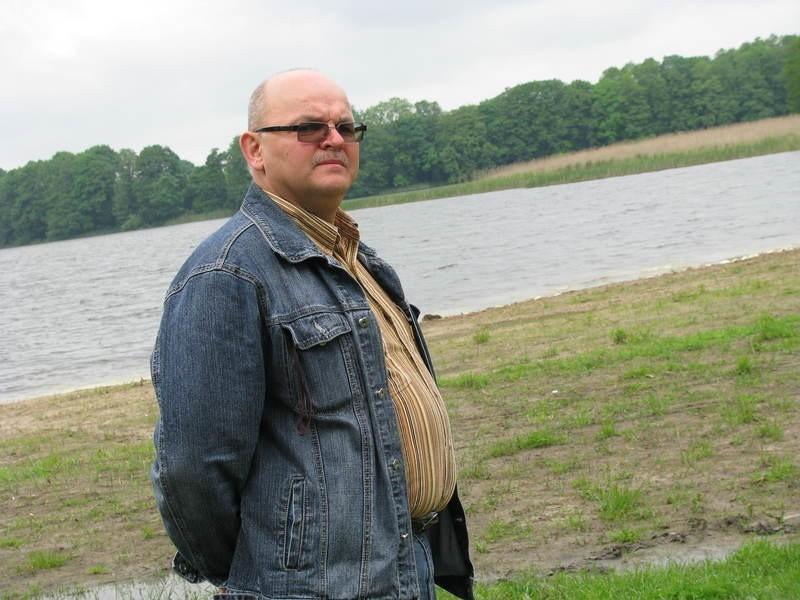 - Gmina mogłaby tu jeszcze zamontować drewniane ławki i stoły, bo ludzie lubią biwakować – mówi Stanisław Ryszard – Czernik z Dobiegniewa