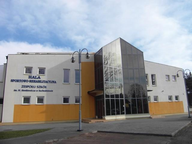 Zespół Szkół w Suchedniowie przejmuje powiat, hala zostaje własnością gminy.
