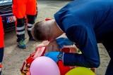Pomysłowa brama weselna. Członkowie Grupy Ratowniczej Medival Białystok uświetnili dzień ślubu Mateusza i Kasi (zdjęcia)
