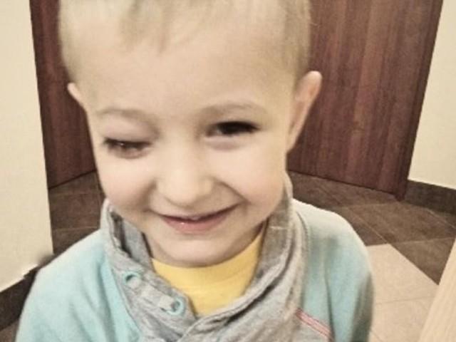 Adaś Trynkos czeka na kosztowną operację, możemy pomóc chłopcu wspierając zbiórkę na siepomaga.pl.
