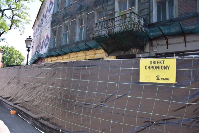 Zrujnowane kamienice w centrum Starego Miasta odzyskają świetność.