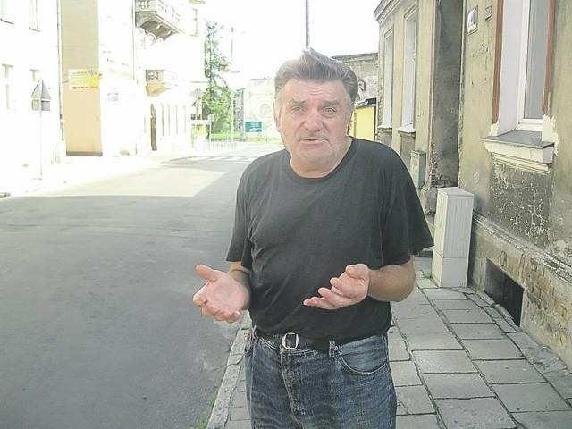 - Na tym przejściu potrącono dwie osoby, bo kierowcy się spieszą - mówi Stanisław Karwowski.