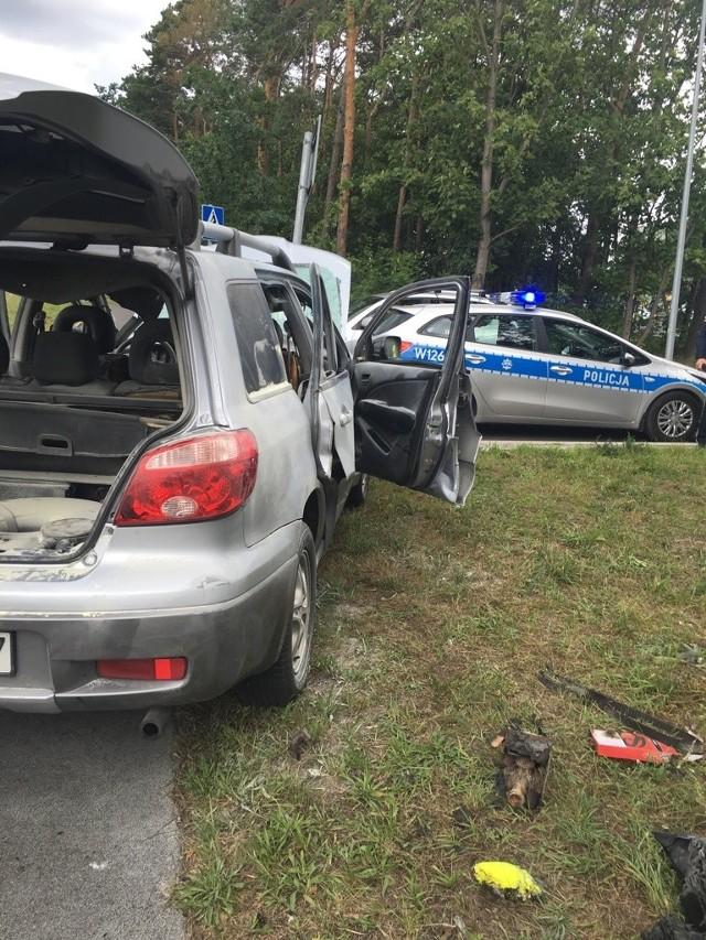 Butla wybuchła w osobowym samochodzie marki Mitshubisi, przy ulicy Struga w Szczecinie. W samochodzie jechały trzy osoby. Dwie zostały poparzone. Mają poparzenia rąk i pleców. Jedna osoba z poparzeniami dróg oddechowych została zabrana śmigłowcem do szpitala.