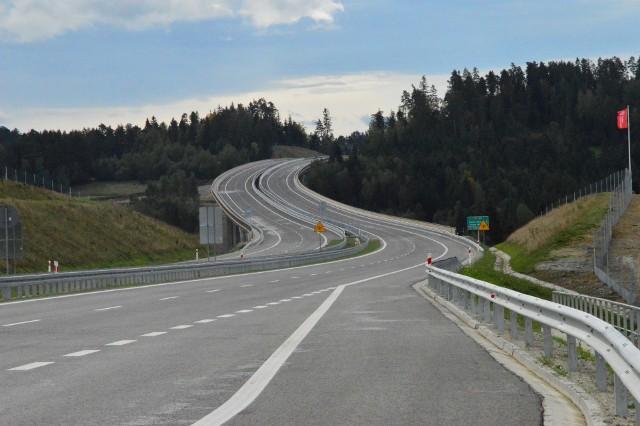 Zdecydowanie największą inwestycja drogową tego roku była (i wciąż jest, bo ma zakończyć się w 2021 roku) budowa drogi ekspresowej (zakopianki) na odcinku od Lubnia do Rabki. Jesienią 2019 roku oddano do użytku pierwszy z trzech jej odcinków, czyli odcinek między Skomielną Białą a Rabką Zdrój...