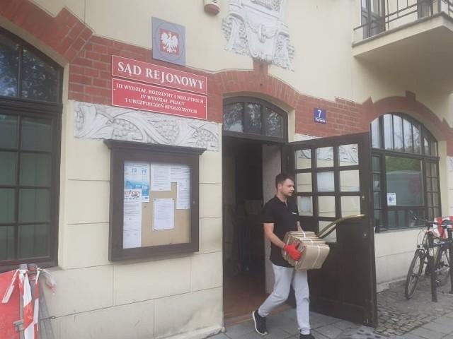 Tak dziś (22.09) przenosiły się wydziały sądowe z ulicy Piastowskiej 7 - sąd rodzinny i sad pracy. Pod tym adresem urzędować będą w przyszłości kuratorzy sądowi.