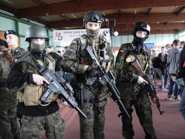 Uczniowie klasy mundurowej III LO