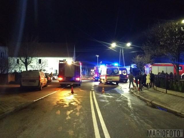 Pożar budynku w Lewinie. Dwie osoby ranne.