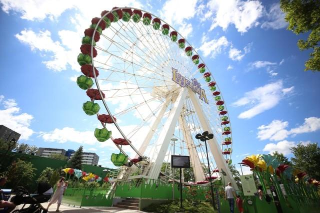 Śląskie Wesołe Miasteczko. Jedną z większych atrakcji parku rozrywki w Chorzowie jest diabelski młyn. Dziś to Legendia Flower.Zobacz kolejne zdjęcia/plansze. Przesuwaj zdjęcia w prawo - naciśnij strzałkę lub przycisk NASTĘPNE