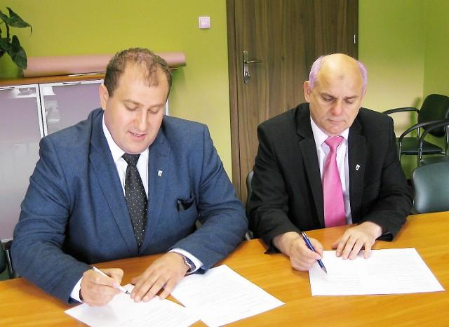 Na zdjęciu: wójt Wierzbinka Paweł Szczepankiewicz i starosta radziejowski  Jarosław Kołtuniak