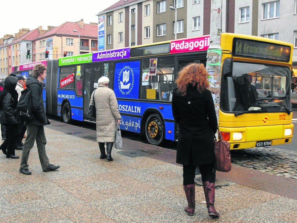 4612afe0b2 W sylwestra i Nowy Rok autobusy komunikacji miejskiej w regionie jeżdżą  według zmienionych rozkładów jazdy.