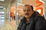 Bandyci pobili ochroniarza w Carrefourze