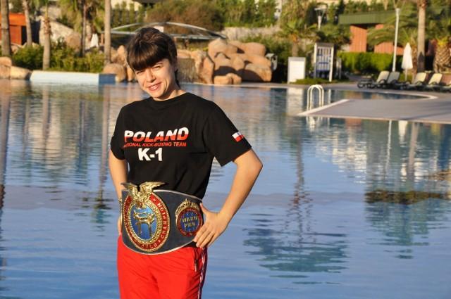 Małgorzata Dymus (Fighter Wrocław) z pasem mistrzyni świata prestiżowej organizacji WAKO PRO, który przywiozła z Turcji.