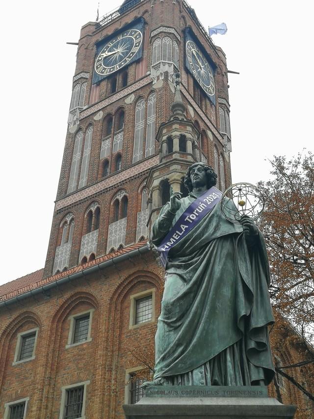 Tak w czwartek wyglądał pomnik Kopernika