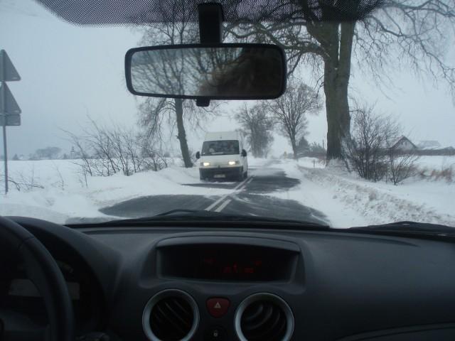 Pod śniegiem może znajdować się lód. Dlatego w takich warunkach trzeba zachować szczególną ostrożność