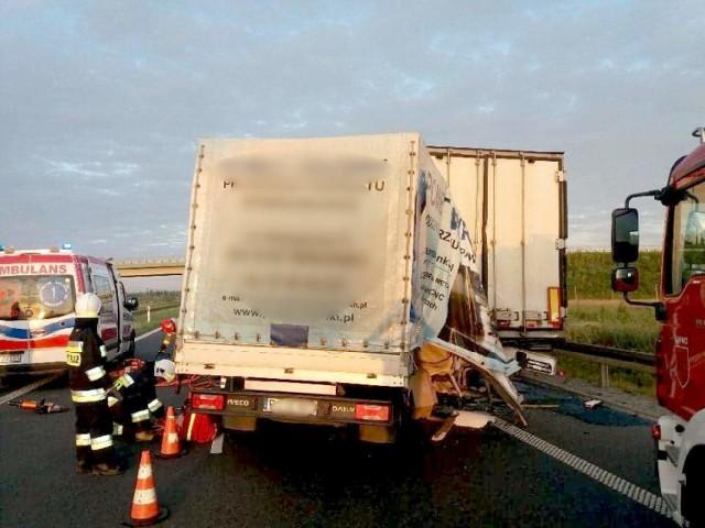 W wyniku wypadku na S5 w samochodzie zakleszczony został kierowca. Wcześniej prawdopodobnie zasnął za kierownicą.Przejdź do następnego zdjęcia ------>