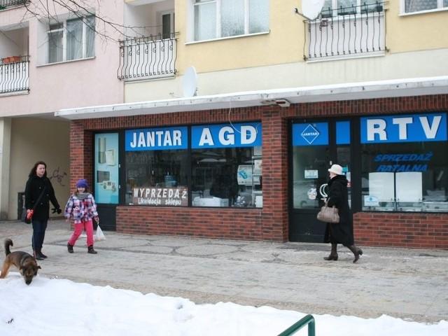 Kolejnym sklepem, który znika z krajobrazu ul. Nowobramskiej, jest AGD RTV Jantar.