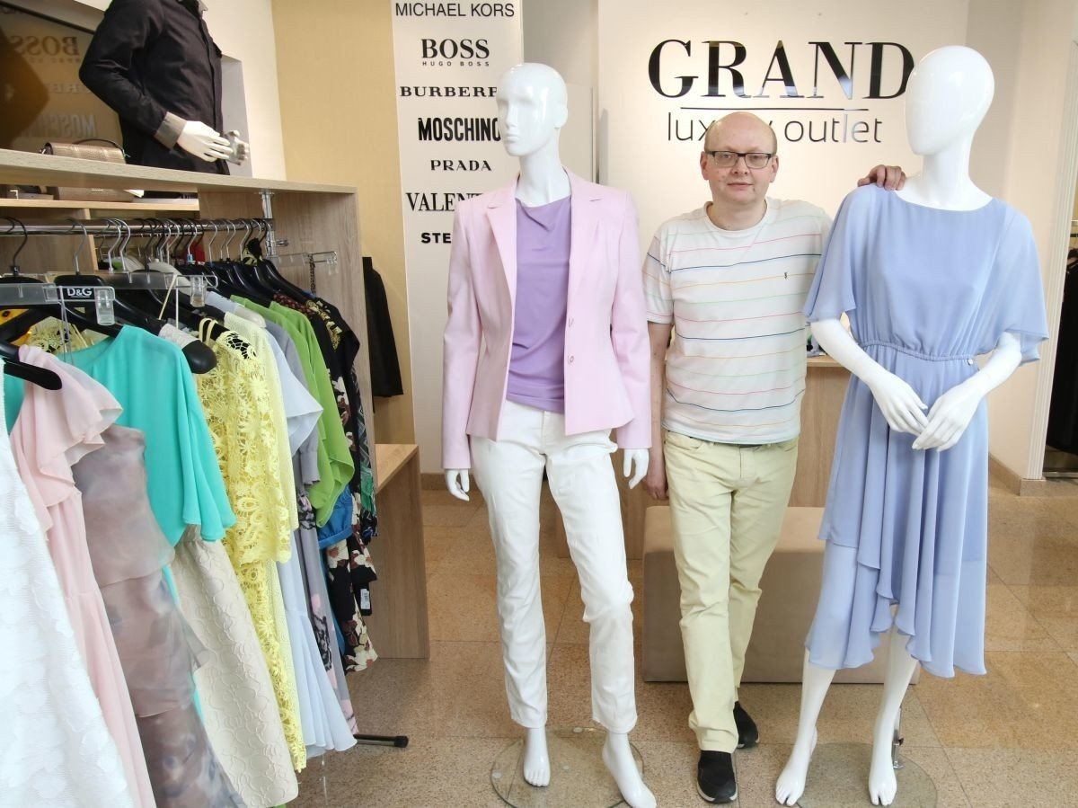 084b1ba29a Ubranie na komunię dla mamy dziecka. Jaki strój jest modny na pierwszą  komunię świętą 2019 dla matek  Zobacz zdjęcia