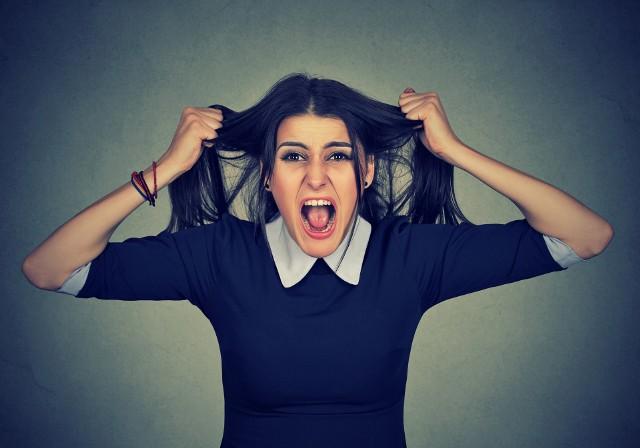 Stres jest źródłem negatywnych emocji, niepokoju i lęku, może przyczyniać się do napadów złości, a nawet paniki