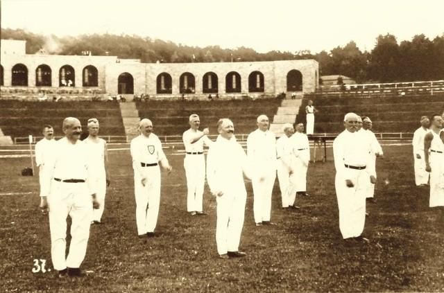 Między innymi ta przedwojenna fotografia przypomina o historycznej wartości słubickiego stadionu.