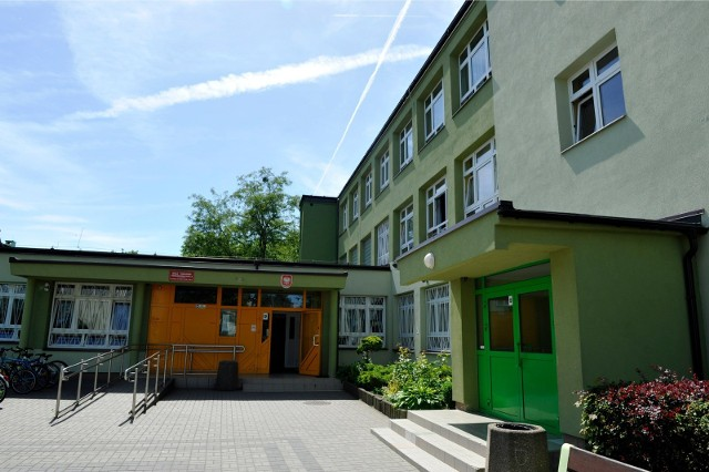 Po egzaminach absolwentów szkół podstawowych i gimnazjów czeka rekrutacja do szkół średnich. Na zdjęciu SP nr 8 w Sopocie