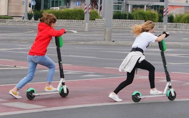 Hulajnogi będą mogły jechać po drodze rowerowej i jezdni. Są jednak pewne warunki.