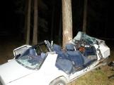 Rybniki: Wypadek śmiertelny. Mercedes uderzył w drzewo, dwie ofiary. (zdjęcia)