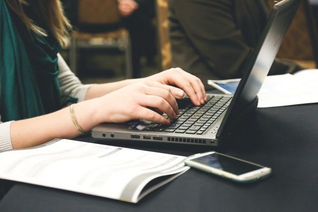ARiMR czeka na kopie faktur, które potwierdzają zakup komputera