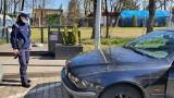 Policjanci z poznańskiej drogówki zatrzymali zdekompletowane BMW. Samochód ostatni przegląd przeszedł w 2017 roku!
