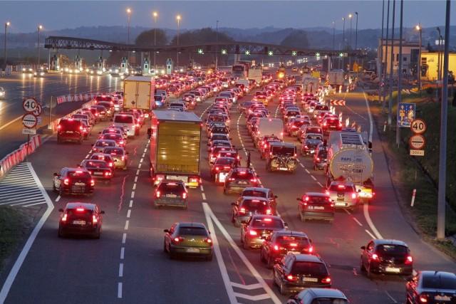 Bezgotówkowe formy płatności mają usprawnić przejazd przez bramki w Balicach na autostradzie A4 Kraków-Katowice