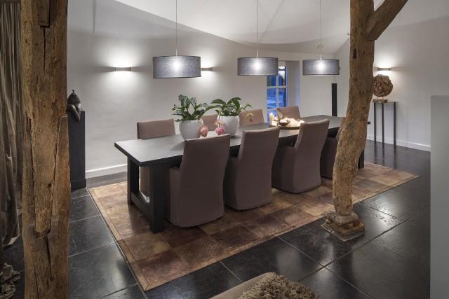 Dywan z naturalnej skórySkórzane dywany idealnie sprawdzą się w nowoczesnych apartamentowcach, domach czy loftach.