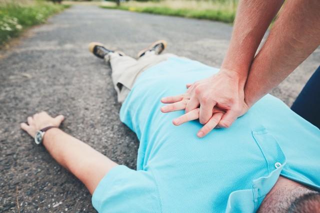 Pierwsza pomoc przedmedyczna to między innymi resuscytacja krążeniowo-oddechowa (RKO)
