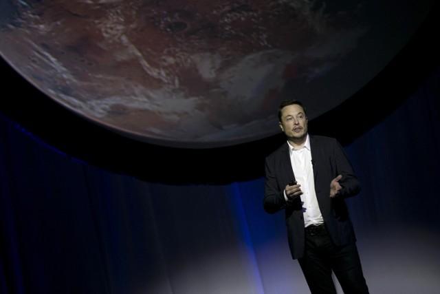 Elon Musk prezentuje plan misji na Marsa