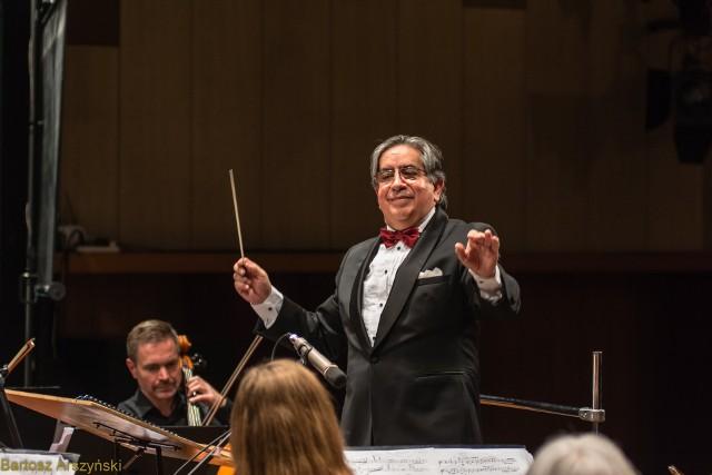 Beethovenowski koncert poprowadzi Ruben Silva, dyrektor słupskiej orkiestry Sinfonia Baltica.