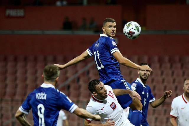 Po tym spotkaniu Dusan Bajević pożegna się z pracą selekcjonera reprezentacji Bośni i Hercegowiny. W środę we Wrocławiu goście postarają się więc o godny finał współpracy z obecnym szkoleniowcem. W grę cały czas wchodzi również - przynajmniej - utrzymanie w Dywizji A Ligi Narodów UEFA. Edin Dżeko i spółka są mocno rozczarowani po nieudanym barażu do przyszłorocznego Euro i w meczu z Polską będą chcieli choć w szczątkowy sposób zmazać plamę po porażce w karnych z Irlandią Północną.