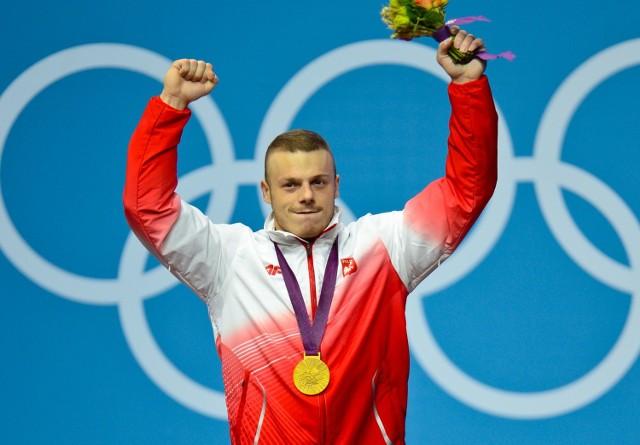 Adrian Zieliński na najwyższym stopniu podium w Londynie, wtedy triumfował w kategorii do 85 kg
