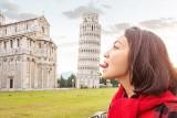 Nie do wiary, jak turyści fotografują się z zabytkami. Najbardziej pomysłowe zdjęcia