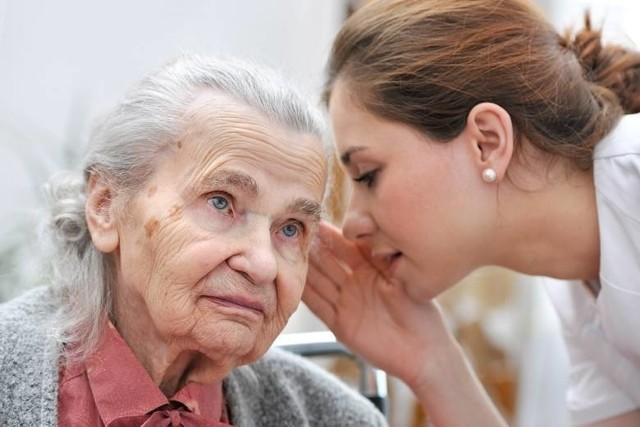 ZUS rozpoczął wypłatę świadczeń zwaloryzowanych. Zwaloryzowane świadczenia trafiają do ponad 10 mln świadczeniobiorców, w tym do prawie 8 mln osób w ramach świadczeń z Zakładu Ubezpieczeń Społecznych. Ile dokładnie trafia na konta emerytów? Czytajcie na kolejnych slajdach >>> Kliknij: >> tutaj