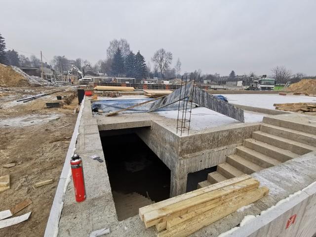Tak dziś wygląda budowa kompleksu basenów w czeladzkim Parku Grabek.Zobacz kolejne zdjęcia. Przesuwaj zdjęcia w prawo - naciśnij strzałkę lub przycisk NASTĘPNE