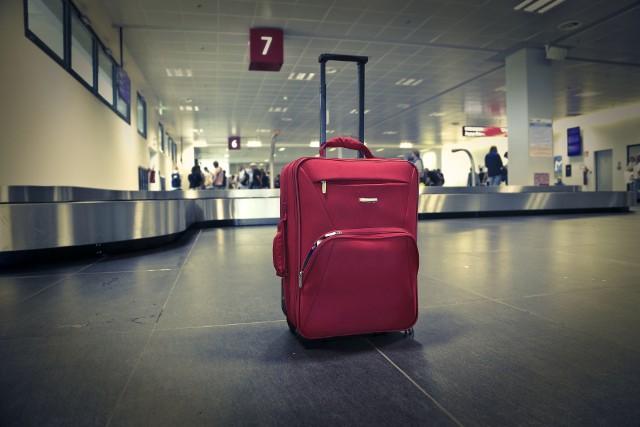 Na niektórych lotniskach opóźnienia lotów zwiększyły się w porównaniu z ubiegłym roku aż o 300 proc.