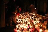 ZIELONA GÓRA. Wszystkich Świętych 2019. Zielonogórski cmentarz nocą wygląda pięknie [ZDJĘCIA]