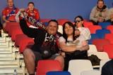 Kibice na meczu Raków Częstochowa - MOL Fehervar. Stadion przy Limanowskiego nareszcie otwarty dla kibiców