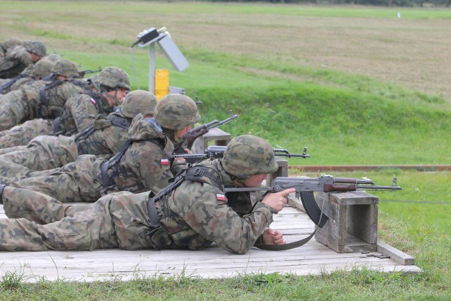 Około 49 tysięcy rezerwistów - tylu ma zostać powołanych na ćwiczenia w przyszłym roku, według szacunków Sztabu Generalnego Wojska Polskiego. Górna granica wieku dla powoływanych rezerwistów, to... 60 lat.