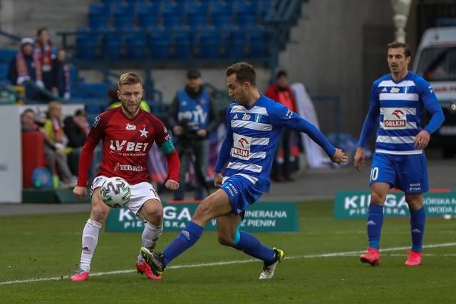 W tym roku Wisła Kraków już grała z Wisłą Płock. Długo prowadziła 2:1, ale ostatecznie mecz zakończył się remisem 2:2