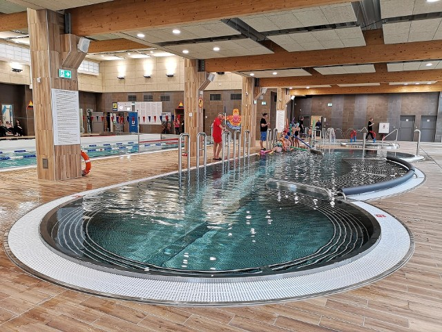 Baseny w Krakowie. Prezentujemy listę krytych pływalni w mieście. Sprawdź w GALERII, gdzie można popływać w Krakowie.