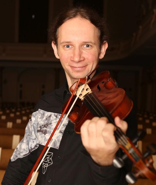 Solistą piątkowego koncertu Filharmonii Poznańskiej będzie  skrzypek Marcin  Herman.