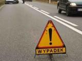 Wypadek samochodowy na alei Armii Krajowej w Gdańsku 23.11.2020 r. Jedna osoba poszkodowana, auto na torach
